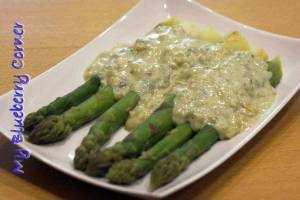 Szparagi z sosem z gorgonzolą