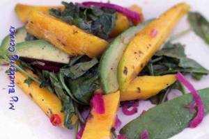 Egzotyczna sałatka z awokado i mango
