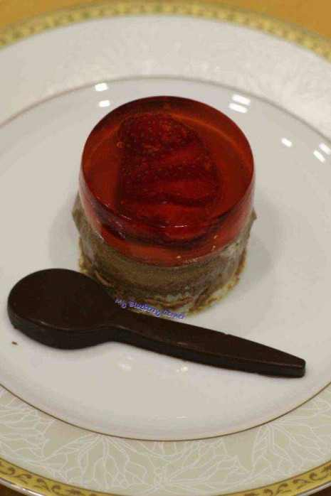 Biszkopt czekoladowotruskawkowy