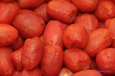 Całe pomidory w słoikach