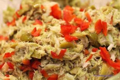 Pasta z wędzonej makreli z oliwkami awokado i papryką