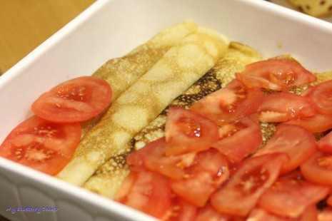 Naleśniki z wieprzowiną i pomidorami