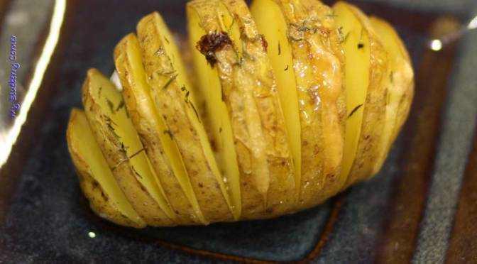 Ziemniaki pieczone z masłem i serem