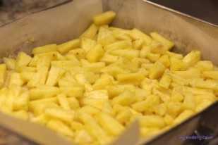 Drożdżowy placek z ananasem