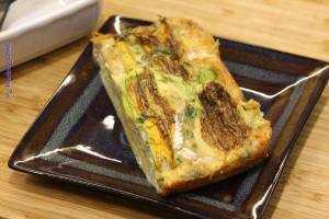 Pieczony omlet z kwiatami cukinii
