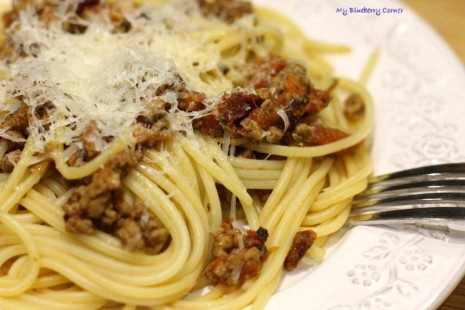 Spaghetti z wołowiną i pomidorami