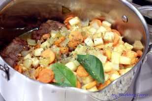 Policzki wieprzowe w warzywnym sosie