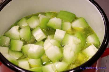 Wietnamska zupa z zimowego melona