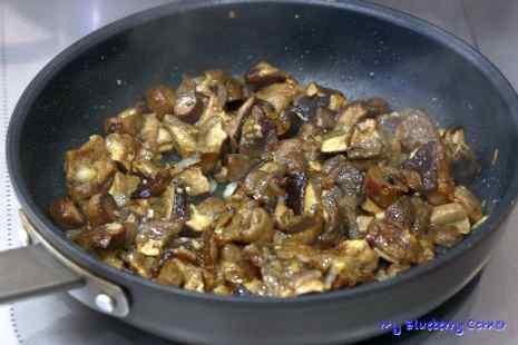 Gołąbki z grzybami i kaszą gryczaną