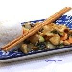Kurczak <span>stir fried z tajską bazylią</span> (Pad Kra Proaw)