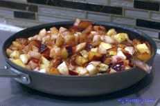 Kruche ciasto z jabłkami i śliwkami