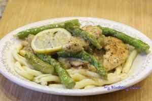 Kurczak ze szparagami w cytrynowym sosie